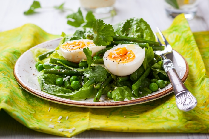 spring salad with green beans peas and eggs